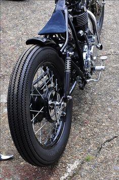 新潟県南魚沼市のバイク購入やカスタマイズ、冬季の保管等ならGround'Work(グラウンドワーク)へお任せ下さい! Moped Bike, Bobber Bikes, Bobber Motorcycle, Bobber Chopper, Motorcycle Parts, Triumph Cafe Racer, Cafe Racers, Sr 500, Moto Car