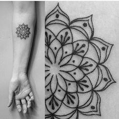Tattooist: @briana_buju_tattoo. San Diego,CA. #Follow #Sigam @briana_buju_tattoo. #tattoos #tatouages #tatuagens #tatuajes #tatuagem #art #italy #arte #tattoo #ink #tatuaggio #beinspired #inkedguys #ink #inked #tatuaggi #boatarde