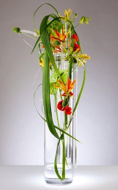 Lucite-rod-floral-design ~ by Hitomi Gilliam - photographs: Philippe Martin-Morice Photography from 'Creative Edge' of Flowers& Magazine Ikebana Arrangements, Ikebana Flower Arrangement, Modern Flower Arrangements, Art Floral, Floral Design, Flower Show, Flower Art, Underwater Flowers, Wholesale Florist