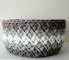 Crochet Stitches, Knit Crochet, Crochet Projects, Craft Projects, Crochet Handbags, Diy Planters, T Shirt Yarn, Plastic Canvas, Merino Wool Blanket