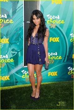 Love the color of the dress Vanessa Hudgens - Teen Choice Awards 2009