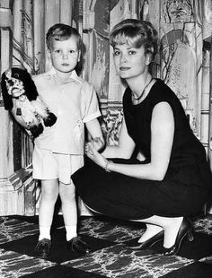 Princess Grace Kelly poses with her son, Prince Albert. Grace Kelly Style, Princess Grace Kelly, Princess Caroline Of Monaco, Princess Mary, Prince And Princess, Monaco As, Monaco Royal Family, Adele, Philippe Junot