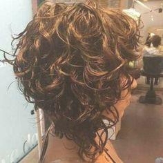Asymmetrical Bob Haircuts, Choppy Bob Hairstyles, Bob Hairstyles For Fine Hair, Curly Haircuts, Hairstyles 2018, Trending Hairstyles, Short Permed Hair, Hair Trends, Hair Inspiration