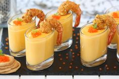 Nata Espesa Chupitos De Crema De Calabaza Con Langostino Crujiente Appetizers For Party, Appetizer Recipes, Indian Food Recipes, Healthy Recipes, Christmas Dishes, Xmas Food, Food Decoration, Appetisers, Canapes
