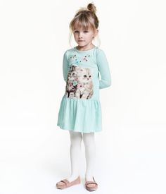 Mint green/cat. Jersey dress with a printed design. Long sleeves, seam at hips, and flounced skirt.