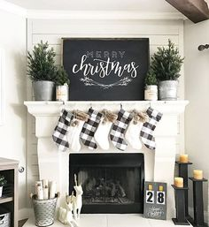 Such cute farmhouse Christmas decor! #simple_decor_mantle