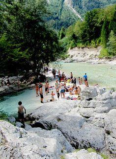 zwemmen in Soca rivier in de bergen in Slovenië; bron Mijn Slovenië