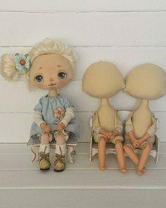 Решила сделать фото своих куклозаготовок и не смогла отказать готовой малышке, ну, а, что маму- то вчера так ей и не нашли, может сегодня мама увидит... #текстильнаякукла #интерьернаякукла #коллекционнаякукла #ручнаяработа #кукла #детсво #мама #мамам #ярмаркамастеров #москва #питер #россия #doll #handmadedoll #handmade
