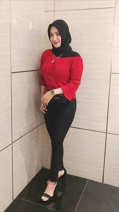 Arab Girls Hijab, Muslim Girls, Hijab Niqab, Hijab Chic, Hijabi Girl, Girl Hijab, Indian Salwar Suit, Casual Hijab Outfit, Beautiful Hijab