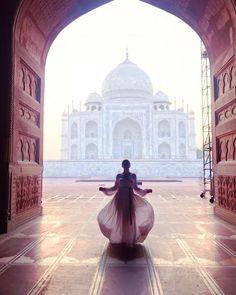 Becoming a #ShadowDancer... #PaperTravels #TajMahal