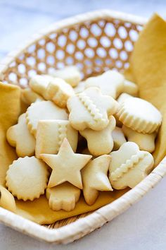 Butter cookies in a basket, ready to eat. Best Butter Cookie Recipe Ever, Peanut Butter Cookie Recipe, Sugar Cookies Recipe, Yummy Cookies, Shortbread Cookies, Delicious Cookie Recipes, Easy Cookie Recipes, Sweet Recipes, Baking Recipes