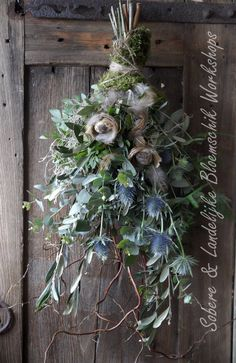 Pin by Esther Reumkens on Pasen Christmas Door Wreaths, Christmas Holidays, Christmas Crafts, Christmas Decorations, Holiday Decor, Deco Floral, Arte Floral, Decoration Inspiration, Diy Decoration