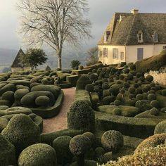 D E V I N E gardens