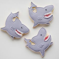 A workmate of mine mentioned that her nephew really love sharks. He is really into it and she mentioned one day that if i ever want to make a shark cookie to remember him :) Well we had some left. Shark Cookies, Cat Cookies, Shark Birthday Cakes, Birthday Cookies, Summer Cookies, Cookies For Kids, Hawaii Cake, Sugar Cookie Royal Icing, Shark Party