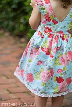 ideas sewing for kids toddlers dress tutorials Girl Dress Patterns, Clothing Patterns, Toddler Dress Patterns, Sewing Patterns Girls, Little Girl Dresses, Girls Dresses, Baby Dresses, Dress Girl, Toddler Outfits