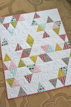 https://flic.kr/p/dTcdxD | Triangle baby quilt | Blogged