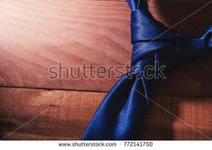 THE ELDREDGE KNOT. Tie knot