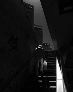 STREETPHOTO_BRASIL   @o_milone  Data: 30 de Abril 2016 Seleção: @anthony_carlos09  Parabéns  Marque você também para fotografias de rua #StreetPhoto_Brasil e apareça por aqui!   @StreetPhoto_Brasil #streetphotography #streetview #chiquesnourtemo #igersbrasil #galeriamink #saopaulowalk #instastreet #igers #instagrambrasil  #achadosdasemana #fotografiaderua #urban #instastreet #saopaulocity #supermegamasterpics #vscostreet #visualbrasil #ig_saopaulo_ #vscocam  #icu_brazil #parededevidro…