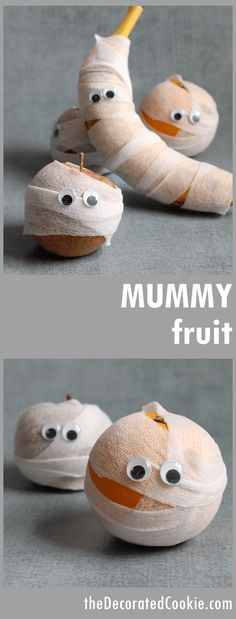 Mummy fruit for Halloween -- Healthy Halloween treat idea - - A Halloween party or lunch box treat for kids: Mummy fruit. Easy, healthy Halloween treat idea for kids or grown-ups. Great for classroom treats. Halloween Kita, Halloween Fruit, Halloween Treats For Kids, Halloween Goodies, Halloween Desserts, Halloween Party Decor, Fall Halloween, Halloween Crafts, Halloween Stuff