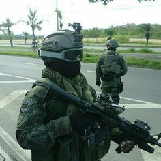 Brazilian Special Forces (COMANF) Military Photos, Military Gear, Military Police, Army, Military Action Figures, Military Special Forces, Naval, Modern Warfare, Armed Forces