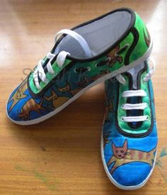 Simple painted canvas shoes, with tute