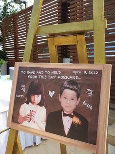新郎新婦の子供の頃の写真を貼ったウェルカムボード。親族にはたまりませんね。