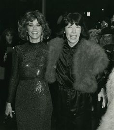 Jane Fonda and Lily Tomlin attending the Nine to Five premiere at the Sutton Theater, New York City, December Olivia De Havilland, Stylish Older Women, Jane Fonda, Celebs, Celebrities, Timeless Beauty, 80s Fashion, Role Models, Business Women