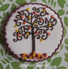Close-Up of Cookie Swap Cookie Fall tree – could be a nice design for slip trailing or scraffito Fancy Cupcakes, Fancy Cookies, Iced Cookies, Pumpkin Cookies, Cute Cookies, Cupcake Cookies, Sugar Cookies, Thanksgiving Cookies, Holiday Cookies