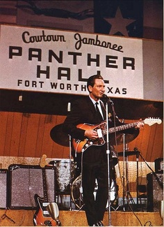 Native Texan Willie Nelson performing in Cowtown's own Panther Hall. This is back when Willie thought he was Jim Reeves long before Willie thought he was Willie Nelson Country Music Stars, Country Music Singers, Country Musicians, Eyes Of Texas, Texas Music, Outlaw Country, Loving Texas, Old Fort, Fort Worth Texas