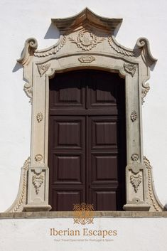 Things to do and places to visit in Silves, Portugal (Algarve). Here you will find photos of Silves old town, the town of São Marcos da Serra, São Bartolomeu de Messines, Silves beaches, hotels, restaurants, things to do, events, properties and much more. Travel with us, your luxury concierge in the Algarve! | Qué hacer y qué visitar en Silves, Portugal (Algarve). Aquí encontrará fotos de Silves, playas de Silves, hoteles, restaurantes, cosas para hacer, eventos y mucho más. #portugal #algarve Silves Portugal, Best Seafood Restaurant, Baroque Architecture, Archaeological Finds, Medieval Town, Old Farm, The Dunes, Algarve, Day Tours