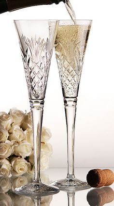 Start the New Year by Drinking a Glass of Expensive French Champagne in Waterford crystal! Flute Champagne, Champagne Glasses, Crystal Champagne, Wedding Champagne, Champagne Toast, Sparkling Wine, Crystal Glassware, Waterford Crystal, Tablescapes