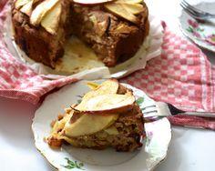 Ok, toegegeven, eigenlijk is dit meer een appelcake :). Maar een healthy appeltaart klinkt zo leuk! En jongens wat is -ie lekker. Zoet genoeg door de dadels en