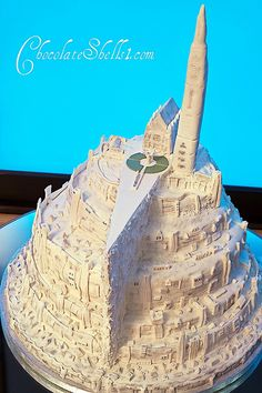 Lord of the Rings Cake ... too freaking awesome! ~ Look at all the detail and work on this artisitic beauty.  Horrible to destroy it!