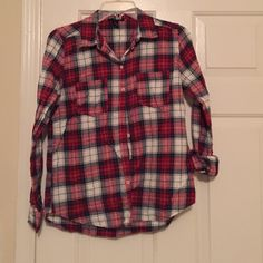 Forever 21 Plaid flannel button up Plaid button up, cozy and stylish. Worn a few times. Like new. Forever 21 Tops Button Down Shirts