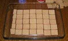 Tejfölből+krém?+Nem+is+gondolnád+milyen+jó!+A+vaníliás+és+csokis+íz+keveredése+igazi+ízélmény!  Hozzávalók:50-60+dkg+háztartási+keksz+(fontos,+hogy+szögletes+legyen!2+nagy+pohár+tejföl+9+evőkanál+cukor3+csomag+vaníliás+cukor1+evőkanál+kakaópor Elkészítés:Az+egyik+pohár+tejfölbe+belekeverünk+4…