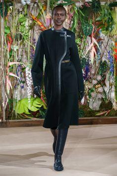 Herm¨¨s Fall 2019 Ready-to-Wear Fashion Show - Vogue Hermes, Jacquemus, Inspiration Mode, Black Women Fashion, Fashion Show Collection, Vogue Paris, Mannequins, Couture Fashion, Women's Fashion