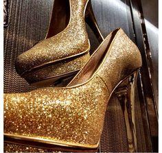sparkle is my favorite color Gold Glitter Shoes, Gold Pumps, Sparkles Glitter, Michael Khors, Pumped Up Kicks, Michael Kors Gold, Me Too Shoes, Favorite Color, Stiletto Heels
