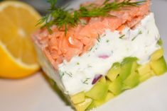 Recipes : Starter with smoked salmon, cheese and avocado, Breakfast & appetizers Breakfast Appetizers, Avocado Breakfast, Smoked Salmon, Fresh Rolls, Tuna, Sushi, Pizza, Cheese, Healthy