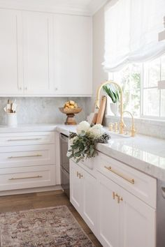 Looking in on this dreamy corner this Friday afternoon. photography by Kitchen, light and bright, white kitchen, marble and gold kitchen, Classic Kitchen, New Kitchen, Kitchen Dining, Kitchen Decor, Kitchen Cabinets, White Cabinets, Kitchen Pulls, Kitchen Sink, Shaker Cabinets