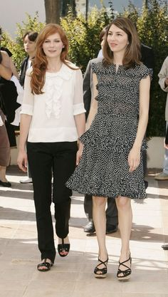Sofia Coppola and Kirsten Dunst at the 2006 Cannes Film Festival. Star Fashion, Fashion Photo, Fashion Outfits, Glamour, Sofia Coppola Style, Cannes, Palais Des Festivals, Kirsten Dunst, Sarah Harris
