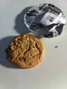 Dank kjero.com teste ich DeBeukelaer Cookies Bakery. Einmal als Schokocookie einmal als knusprige Variante mit Nüssen, kurz in der Mikro erwärmt, sind die Dinger ein Traum, wie frisch gebacken.