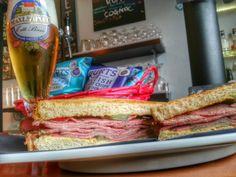 Finalmente!!!!! Dopo un'assenza forzata causa festività e ponti vari, ritorna sua Maestà il PASTRAMI!!! Dopo che ci ha fatto perdere la testa sul finire del 2014 lasciate che vi delizi in questo inizio anno! Come al solito tre versioni... da 100gr fino a 200gr... con o senza cheddar cremoso... aspetta solo voi ;) #sogood #roma #aventino #circomassimo #craftbeer #gourmetfood #pastrami #sandwich #food #foodie #foodporn #foodlovers
