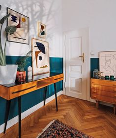 Emerald painted wall in the artist bedroom - Emerald painted wall in the artist bedroom Bedroom of abstract artist Jan Skacelik with his art prints and paintings and mid-century modern furniture Decor, Artist Bedroom, Home Living Room, Interior, Bedroom Nook, House Interior, Home Deco, Bedroom Decor, Interior Design