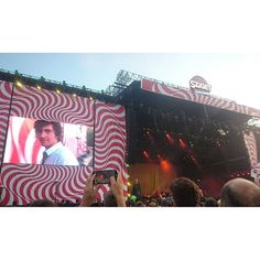 itsmichelle_s/2016/08/17 15:25:33/The Last Shadow Puppets! I mean there's no band like Arctic Monkeys but I like it anyways. #thelastshadowpuppets #alexturner #szigetfestival #2016 #hungary #Budapest #holiday #goodtimes