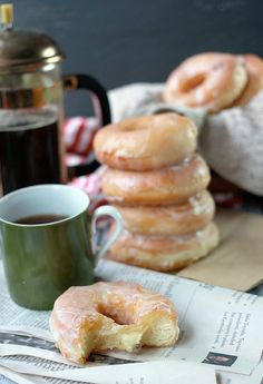 Use the basic sweet yeast dough master recipe so that you can have hot fresh donuts right at home! Do you call them donuts or doughnuts? Donut Recipes, Coffee Recipes, Baking Recipes, Bread Recipes, Delicious Donuts, Delicious Desserts, Yummy Food, Köstliche Desserts, Dessert Recipes