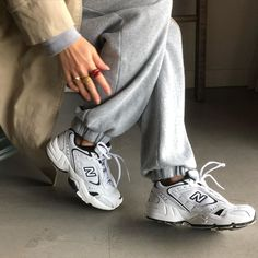 Aesthetic vintage art hoe trendy casual cool edgy grunge outfit fashion style idea ideas inspo inspiration for school for women winter summer new balance shoes sneakers New Balance Outfit, New Balance Shoes, Mode Outfits, Trendy Outfits, Fashion Outfits, Jeans Fashion, Fashion Games, Vintage Nike, Vintage Art