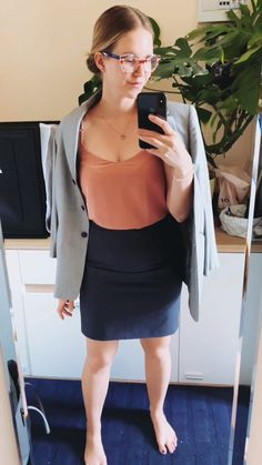 V care about business women. V stand for hassle-free business suits that make you feel safe and competent. They are not only real functionality geniuses, but they are also machine-washable! Business Women, Business Suits, Business Hairstyles, Oversized Blazer, Blazer Fashion, Leather Skirt, Hair Styles, Skirts, How To Make