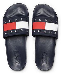 Chcete mít nohy v pohodlí, ale zároveň si udržet svůj styl? Pak jsou pro vás tyhle tmavé pantofle od značky Tommy Hilfiger trefou do černého! Nebo spíš tmavě modrého? #tommyhilfiger #damskepantofle #differentcz Pool Slides, Twilight, Tommy Hilfiger, Unisex, Sandals, Shoes, Fashion, Moda, Shoes Sandals