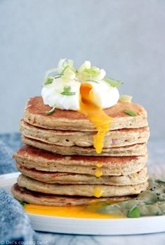 These oat-chickpea pancakes seasoned with herbs and chili make a great gluten-free breakfast for those with a savory palate. Chickpea Pancakes, Pancake Party, Gluten Free Breakfasts, No Cook Meals, Healthy Cooking, Cooking Time, Brunch, Vegan Recipes, Food Porn