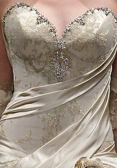Pnina Tornai- all her gowns are freaking gorgeous! Sometimes I wish I was rich...